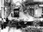 Barrikaadin rakennusta Barcelonassa 19 heinäkuuta 1936